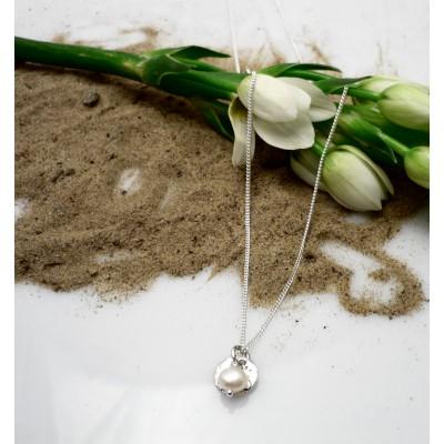 Petit pendentif rond perle eau douce pendante
