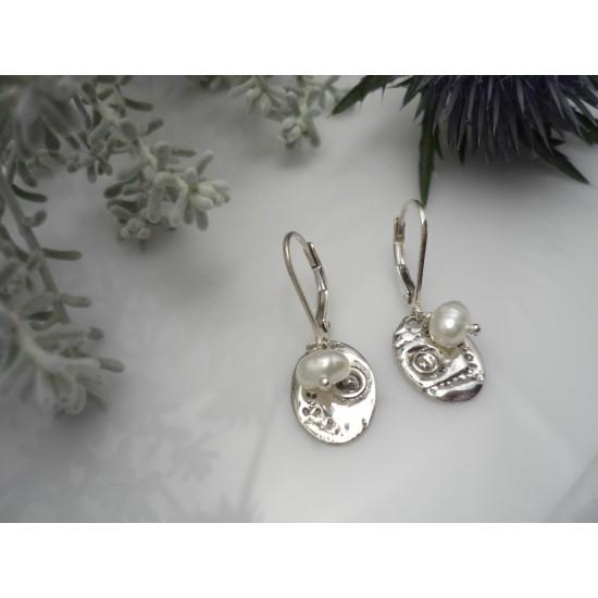 Boucles d'oreilles ovales et perles d'eau douce