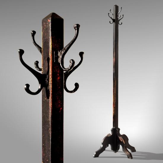 Patère en bois de style antique