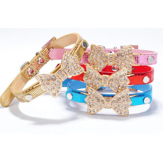 Collier mode avec bijou en forme de boucle