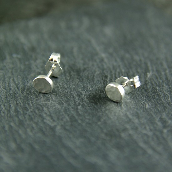 Boucles d'oreilles martelées en argent