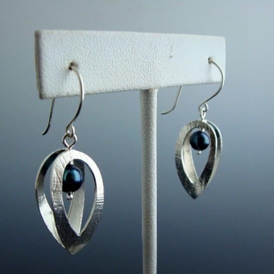Boucles d'oreilles Cage avec perle noire