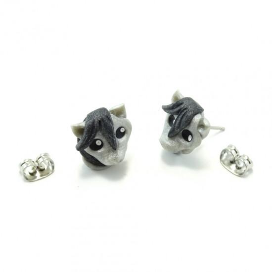Boucle d'oreille cheval gris argenté
