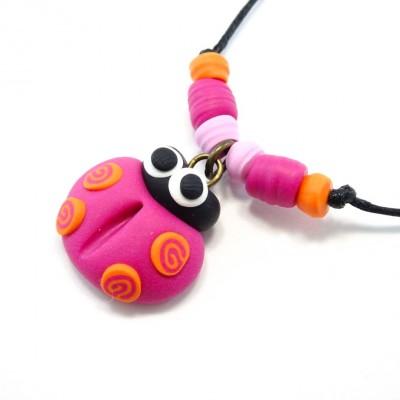 Collier coccinelle rose