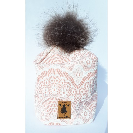 Tuque en  ''broderie anglaise rose'' - pompom...